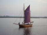 einsames Schiff am Morgen